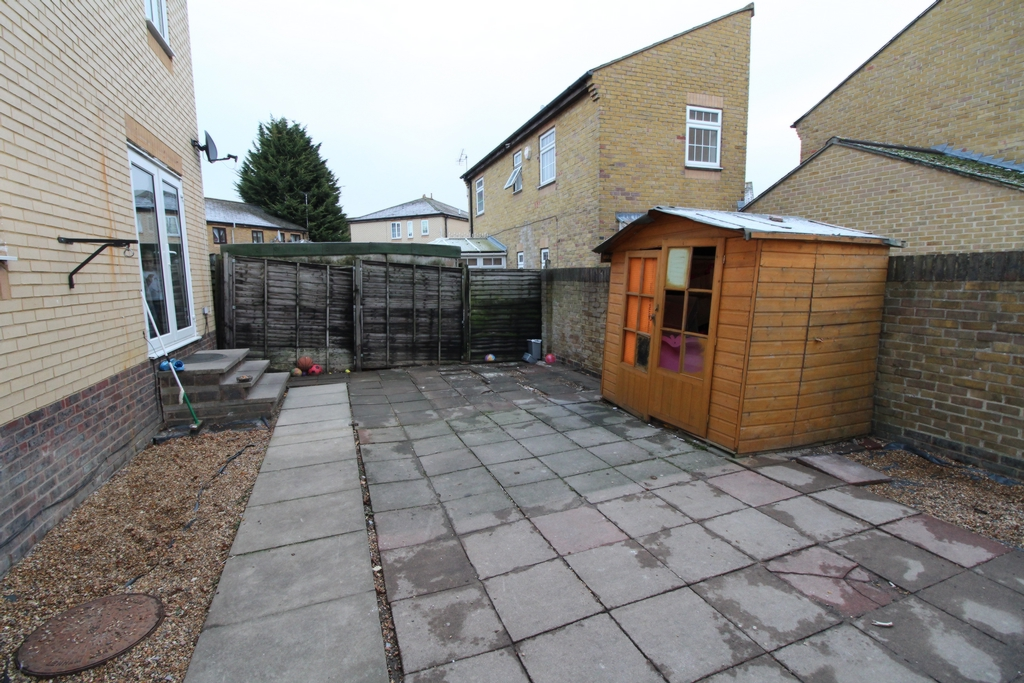 House To Rent In London L2L408-168