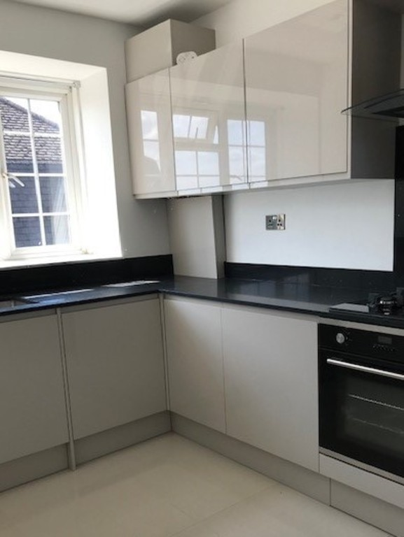 Flats And Apartments To Rent In Tolworth L2L412-354