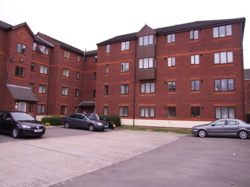 Property & Flats to rent with Hunters (Lettings) (Welling) L2L4122-143