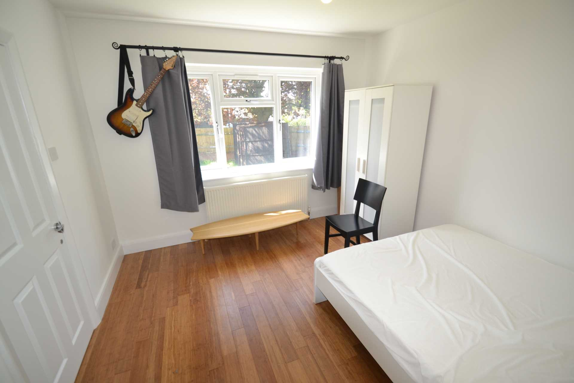 Property To Rent In London L2L4140-100
