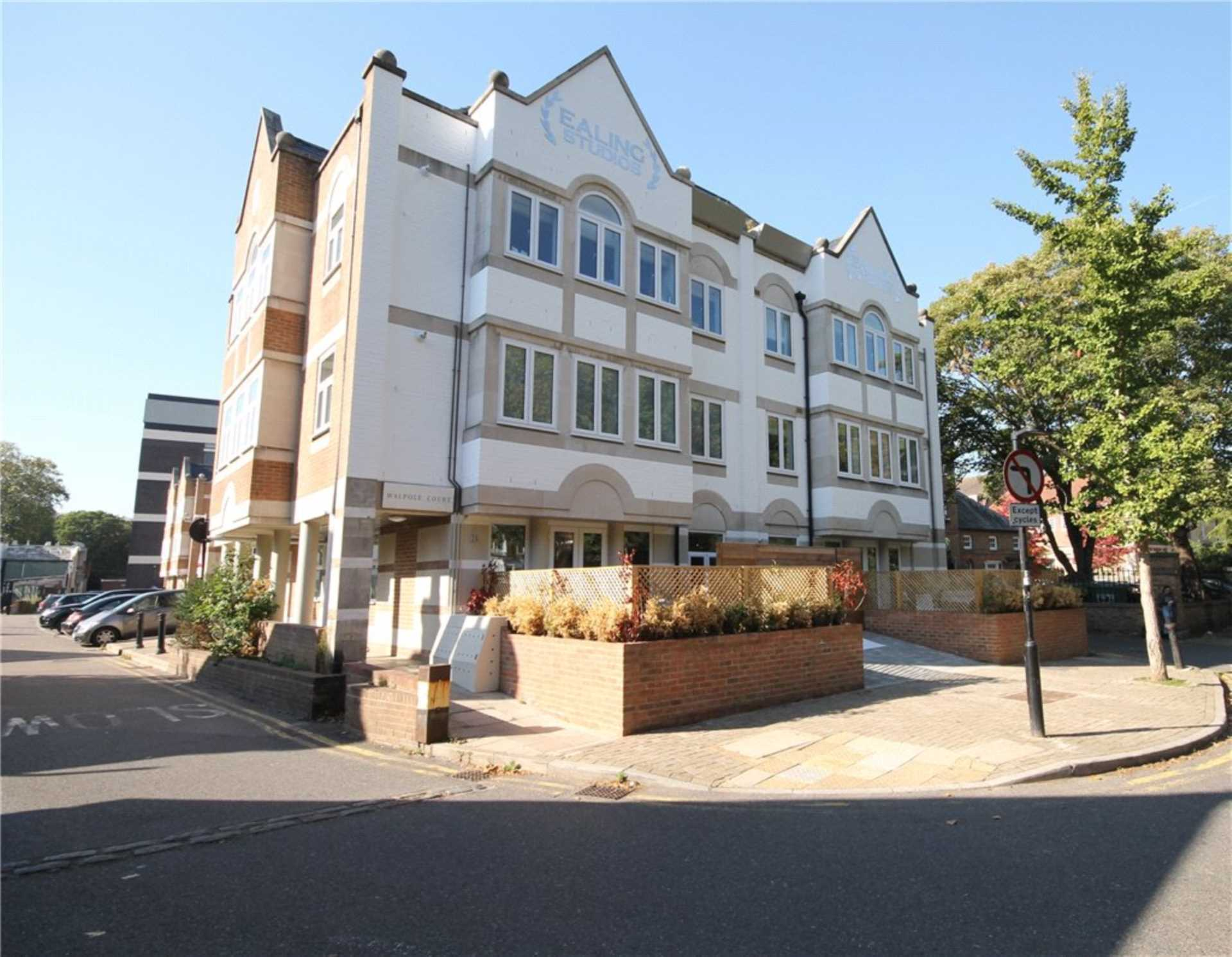Property To Rent In London L2L4140-1886