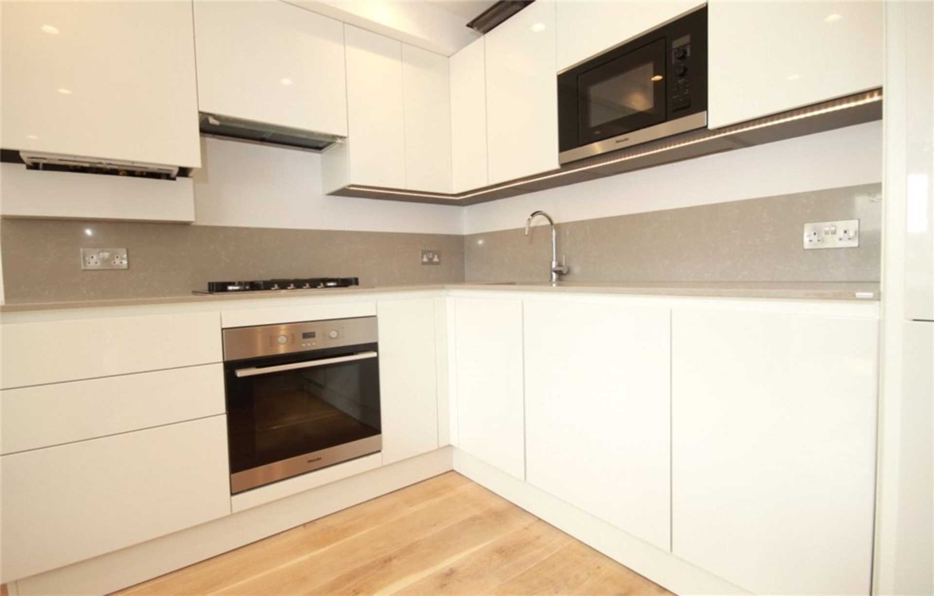 House To Rent In London L2L4140-1886