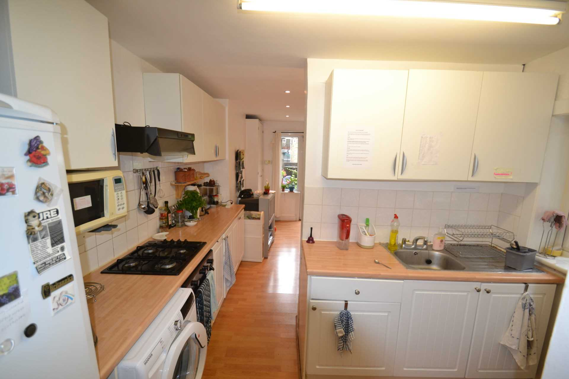 Rent In London L2L4140-100