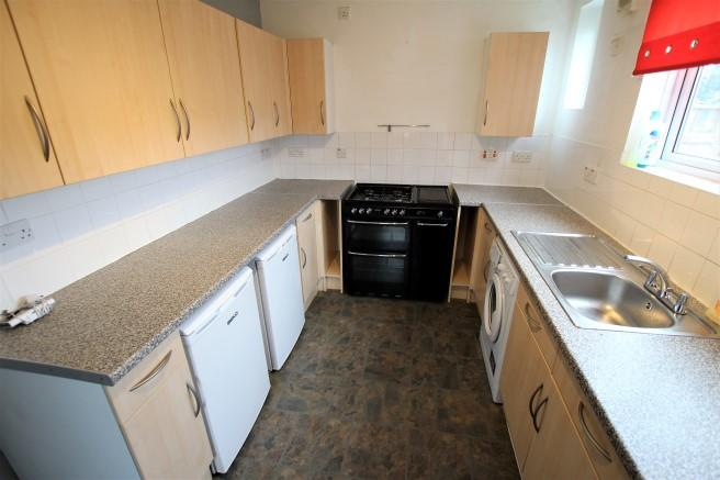 House To Rent In Hainault L2L4365-100
