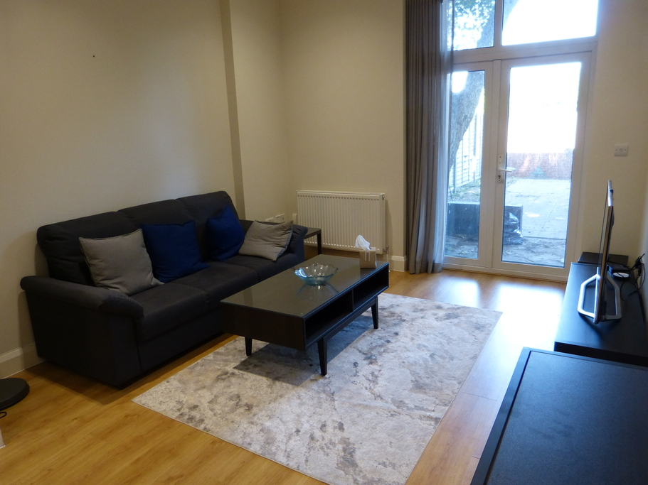 Parking And Other To Rent In London L2L4375-751