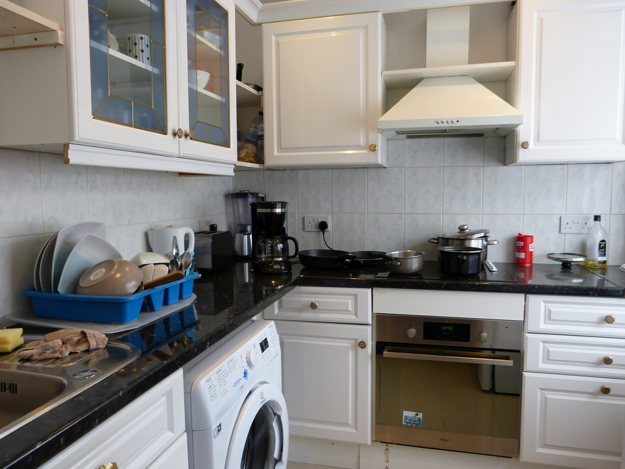 Parking And Other To Rent In London L2L4375-811
