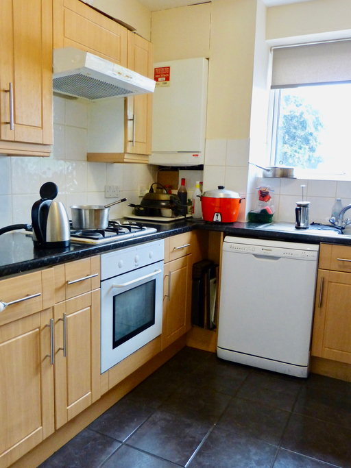 Parking And Other To Rent In Hendon L2L4375-903