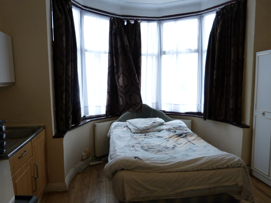 Parking And Other To Rent In London L2L4375-1061