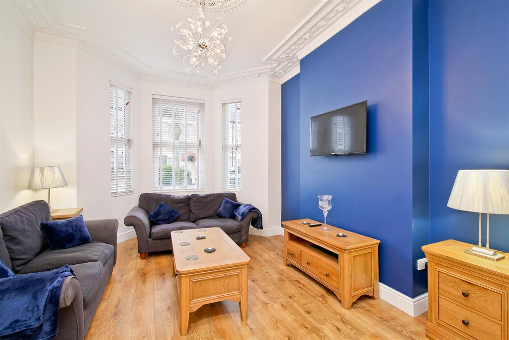 Property & Flats to rent with Hunters (Camberwell) L2L4393-437