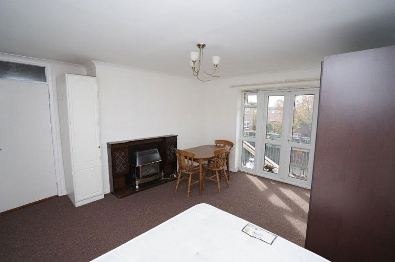 House To Rent In London L2L4413-581