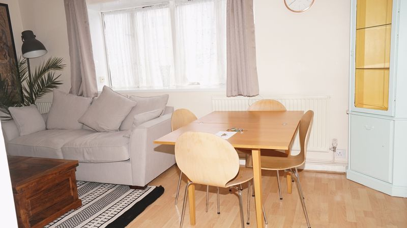 House To Rent In London L2L4413-456
