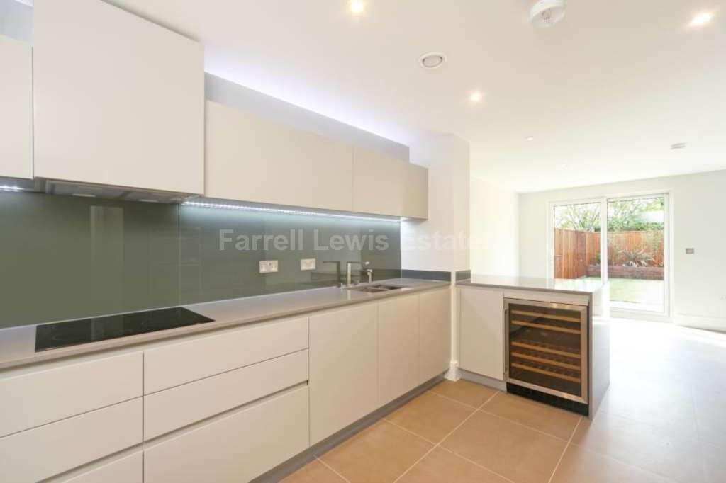 House To Rent In Shepherds Bush L2L4560-679