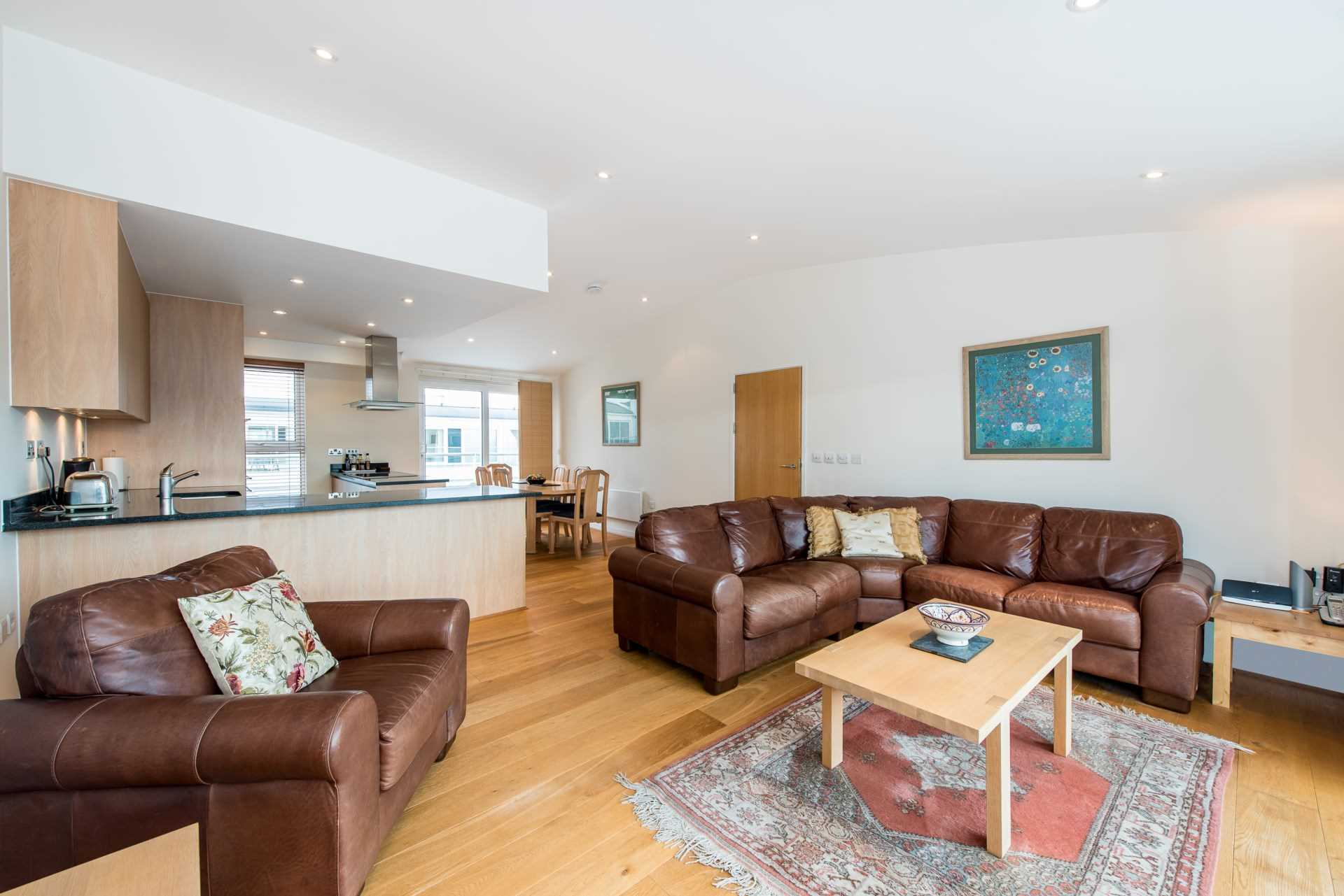 Property To Rent In London L2L4560-100