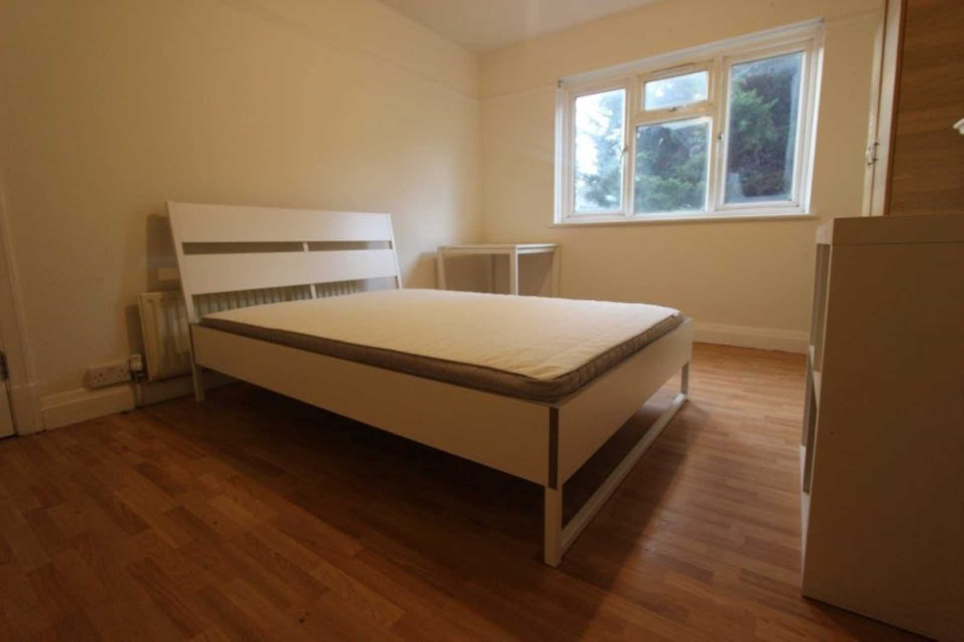 Property To Rent In London L2L4560-702