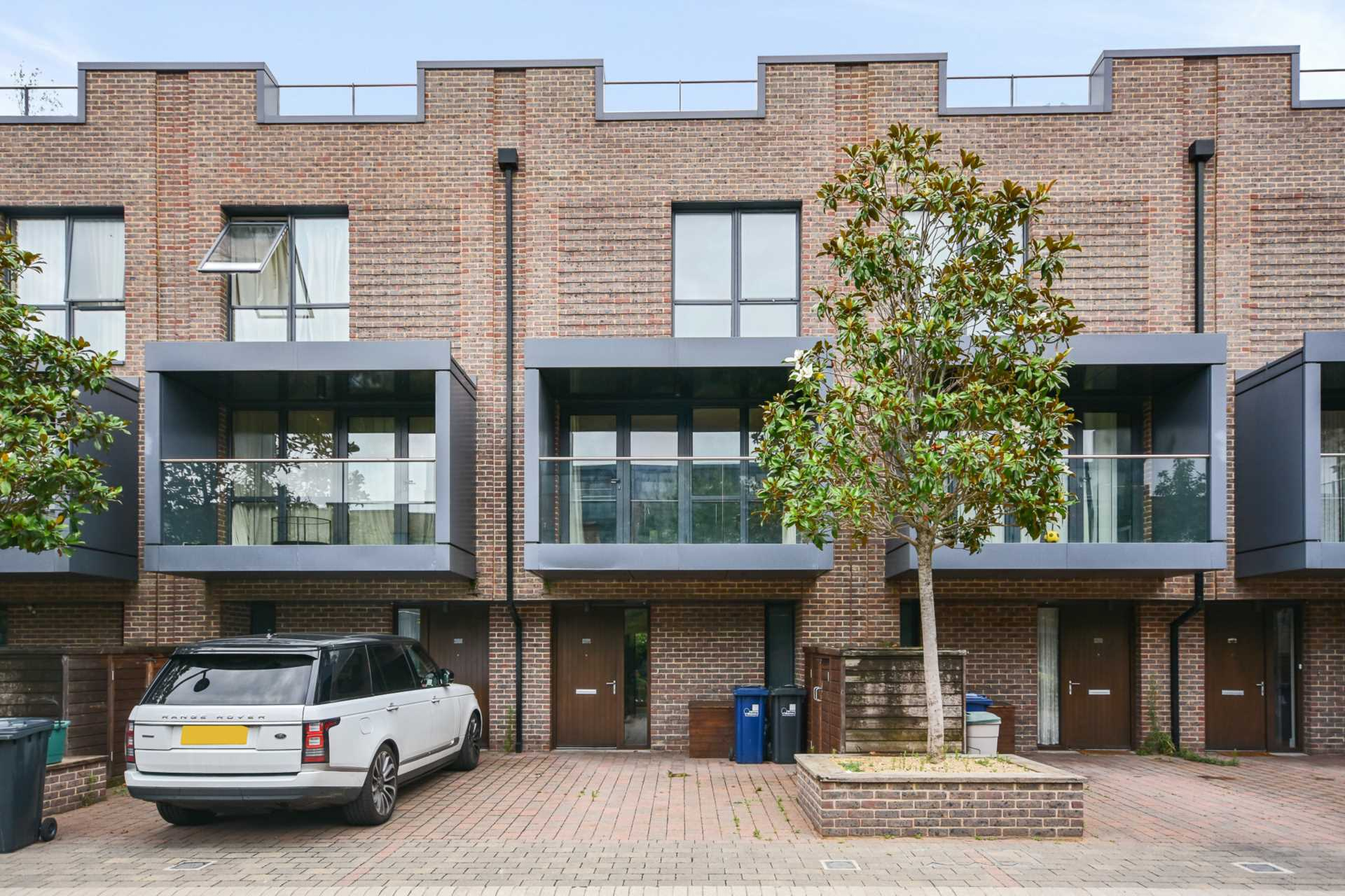 Property To Rent In London L2L4560-711