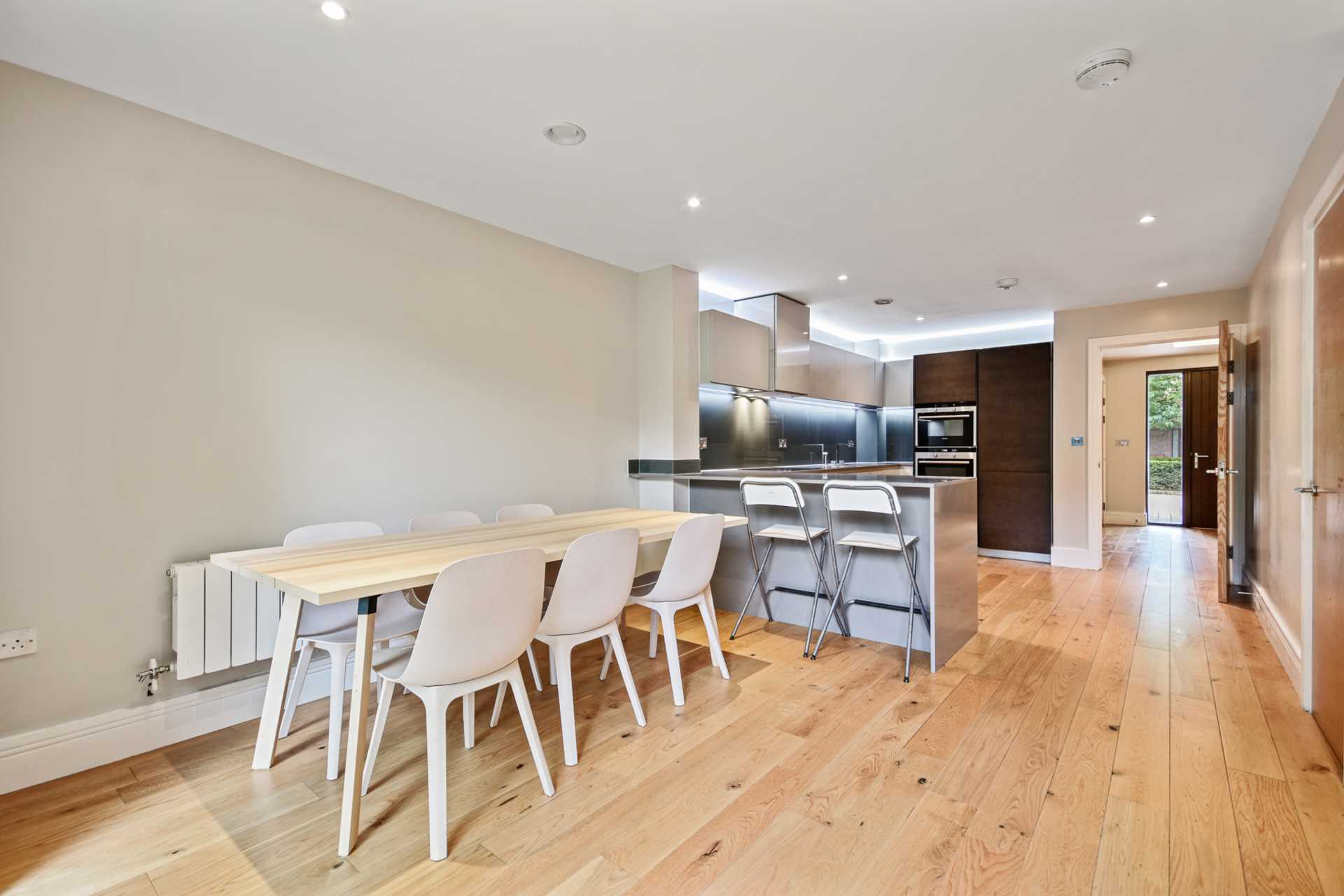 Flats And Apartments To Rent In London L2L4560-711