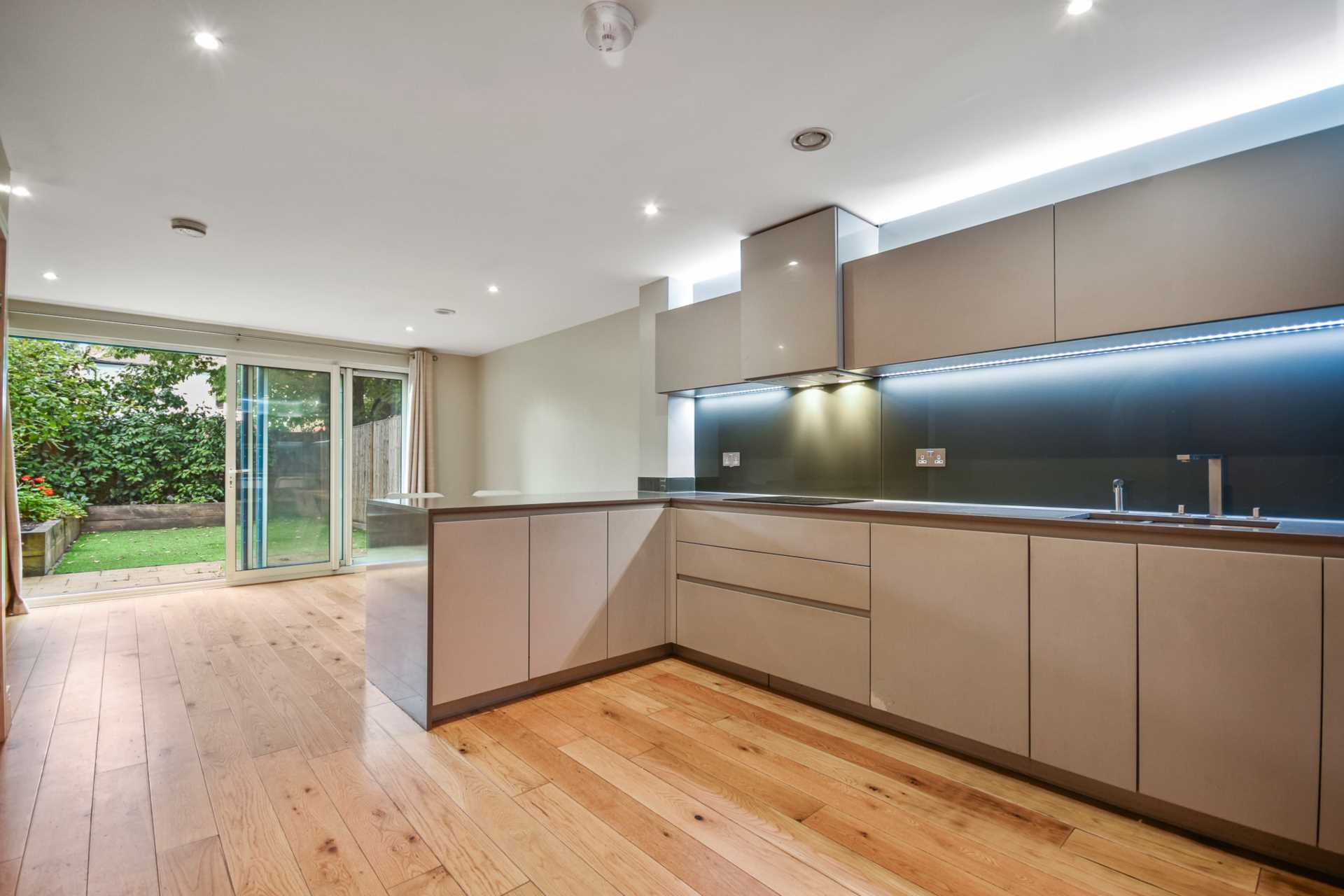 Flats And Apartments To Rent In Shepherds Bush L2L4560-711