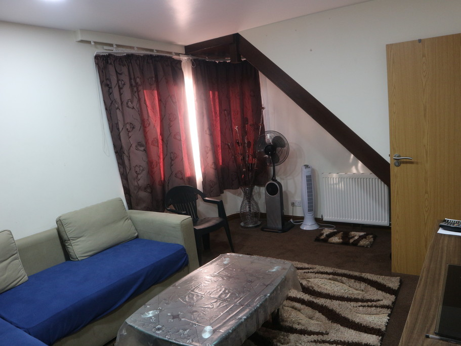 House To Rent In London L2L4583-100