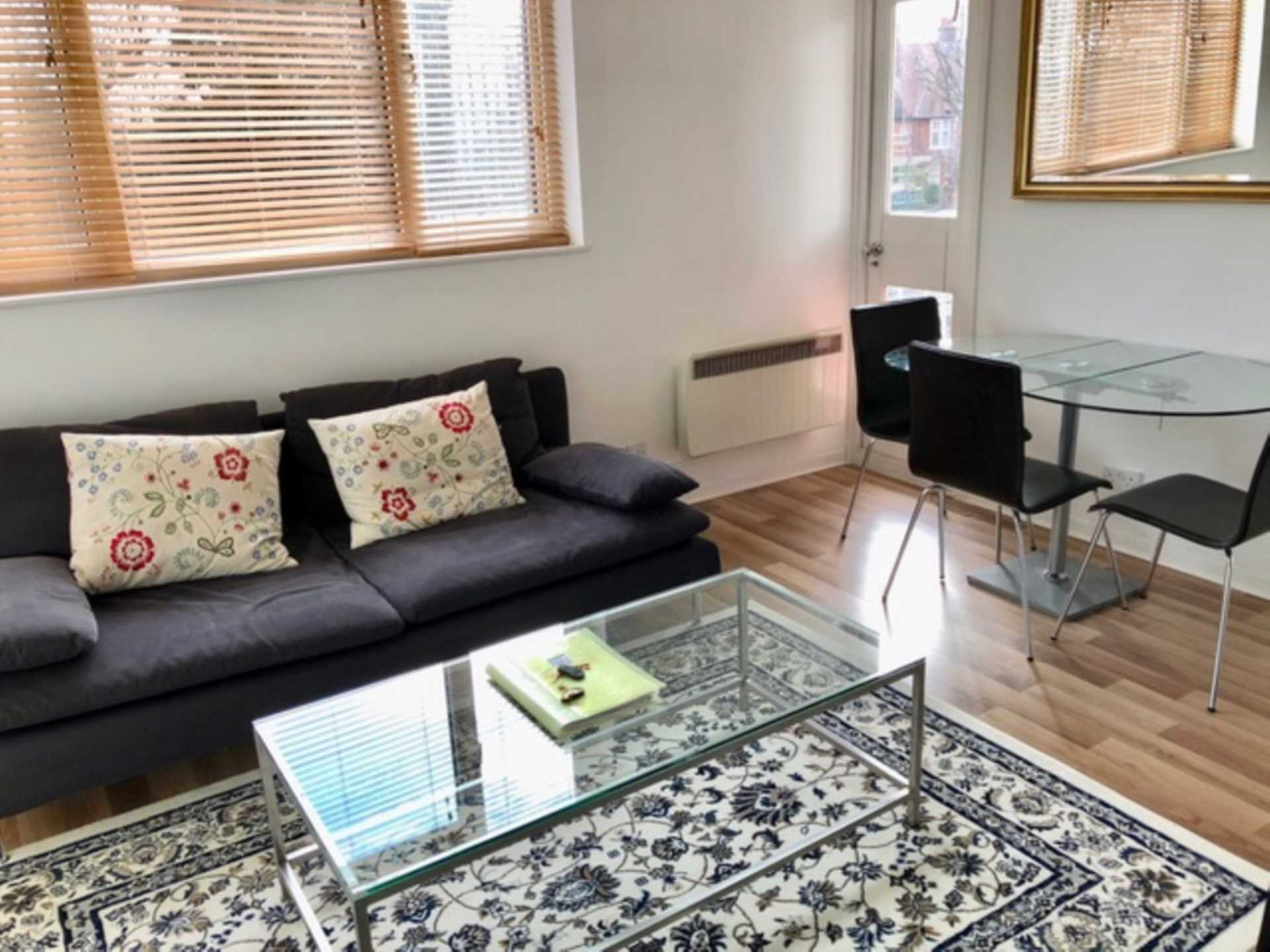 Student To Rent In London L2L4598-921