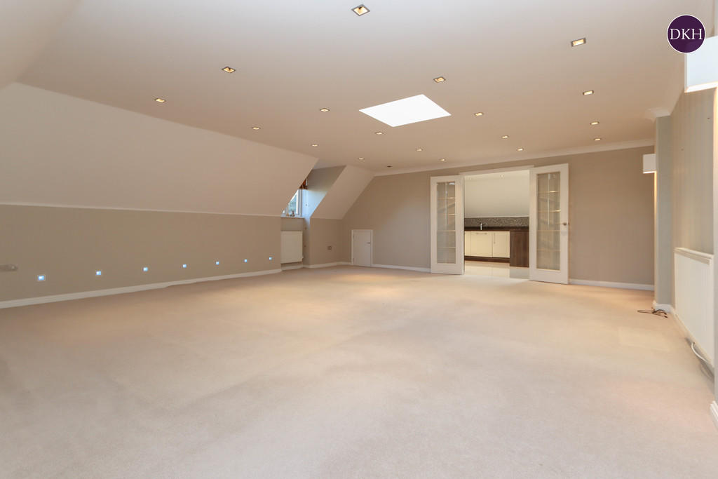 Flats And Apartments To Rent In London L2L4788-1028