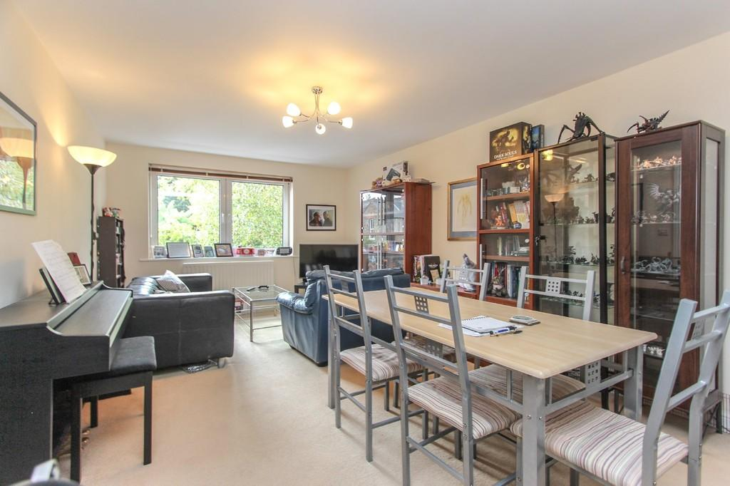Flats And Apartments To Rent In London L2L4788-1032
