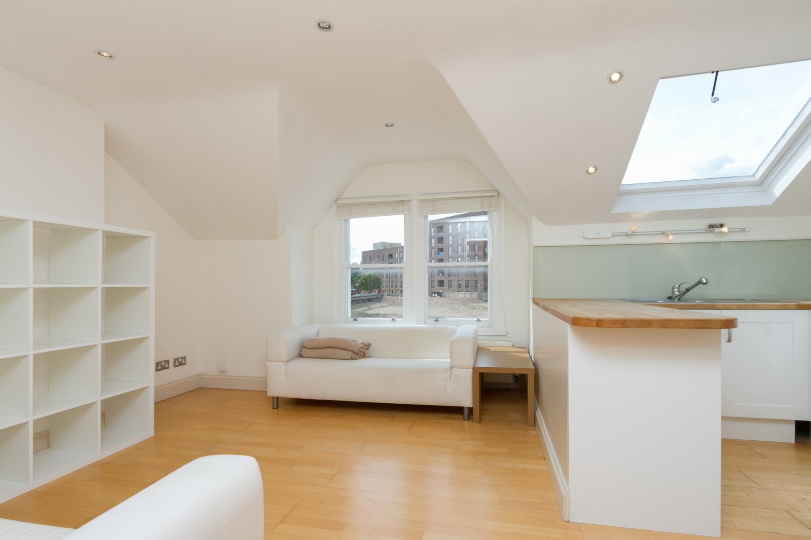 Flats And Apartments To Rent In London L2L4835-1124