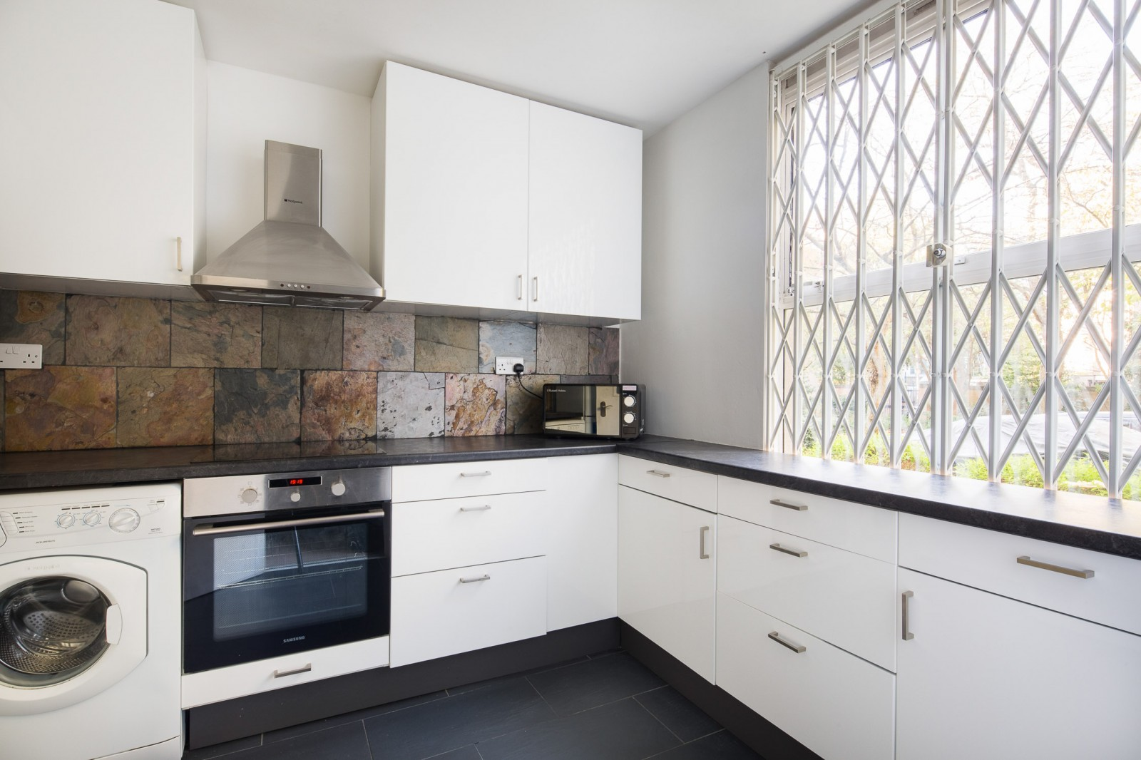 Flats And Apartments To Rent In London L2L4835-1076
