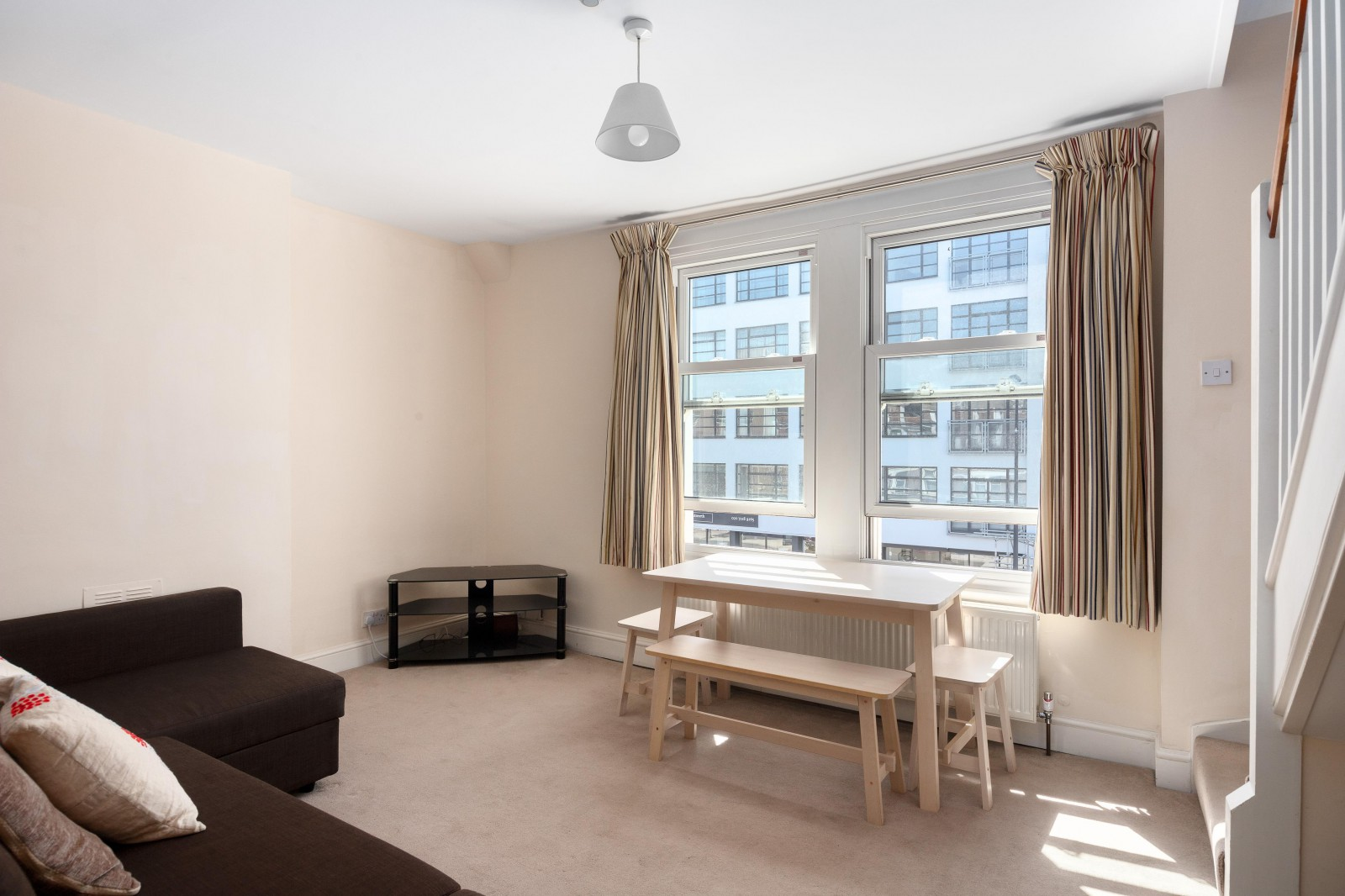 Flats And Apartments To Rent In London L2L4835-539