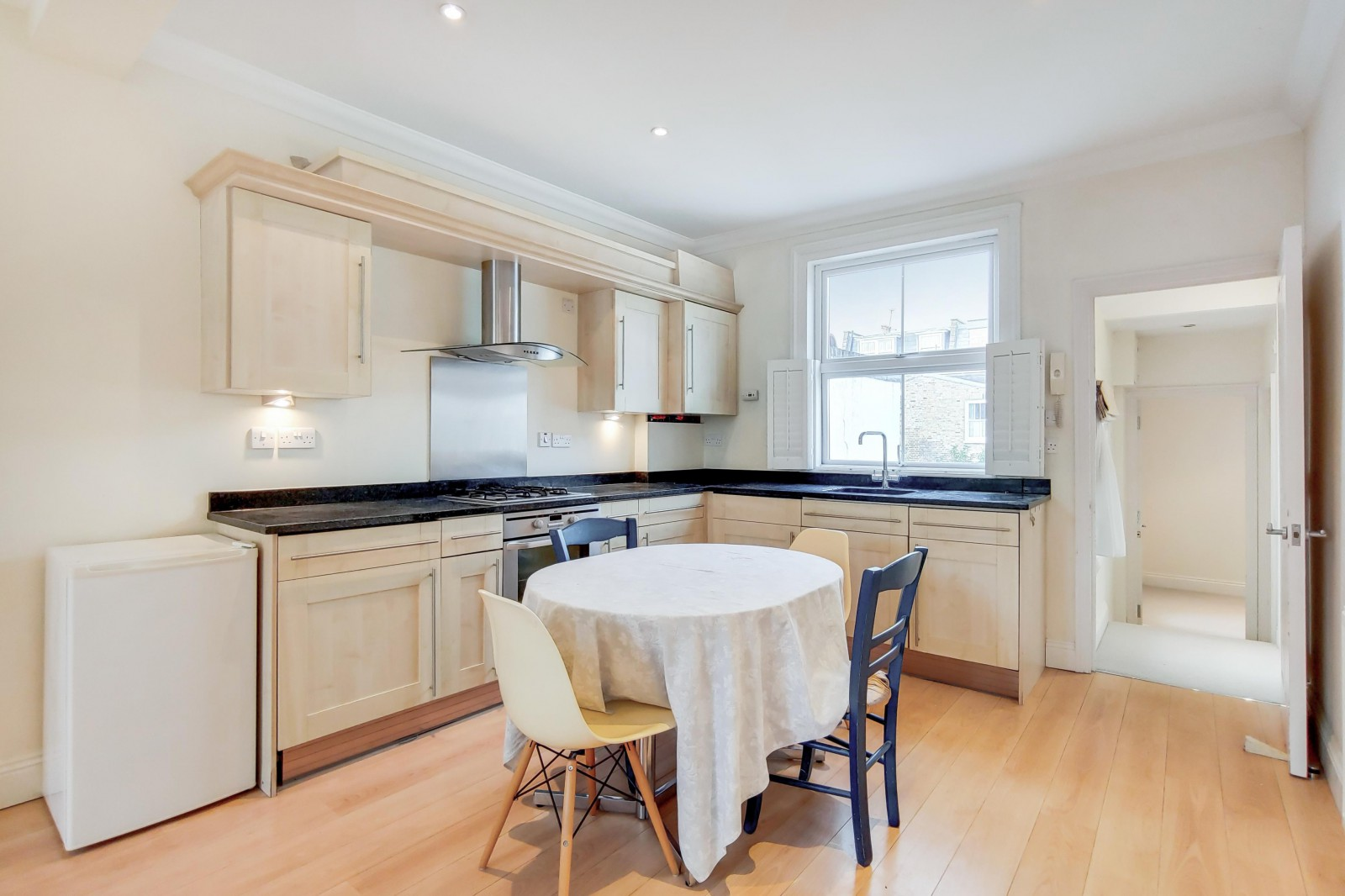 Flats And Apartments To Rent In London L2L4835-1085