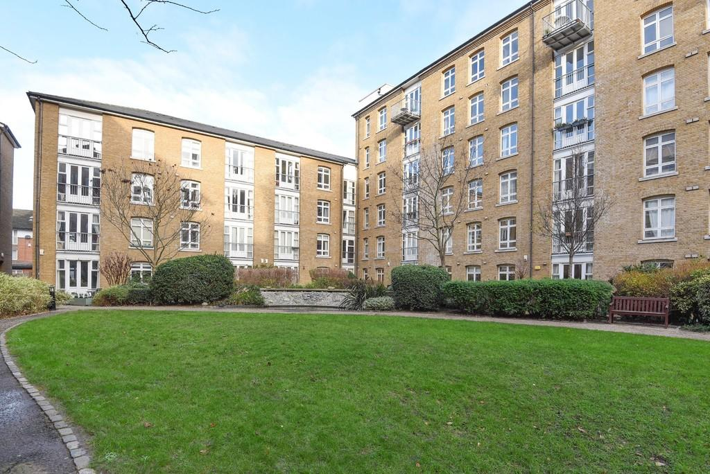 Property & Flats to rent with Oliver Jaques East London L2L5278-476