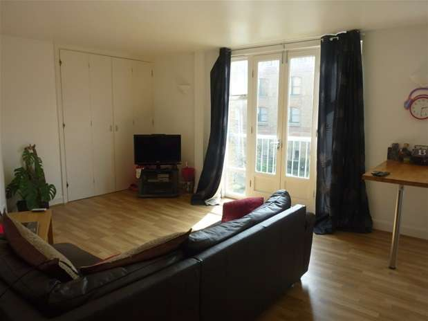 Property & Flats to rent with Oliver Jaques East London L2L5278-473