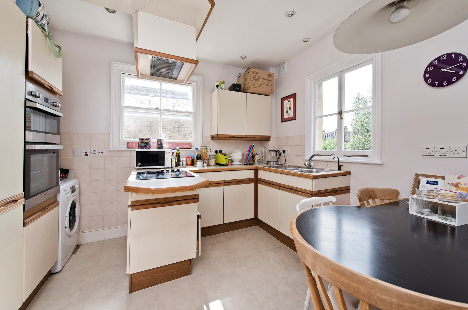 Parking And Other To Rent In London L2L5293-953