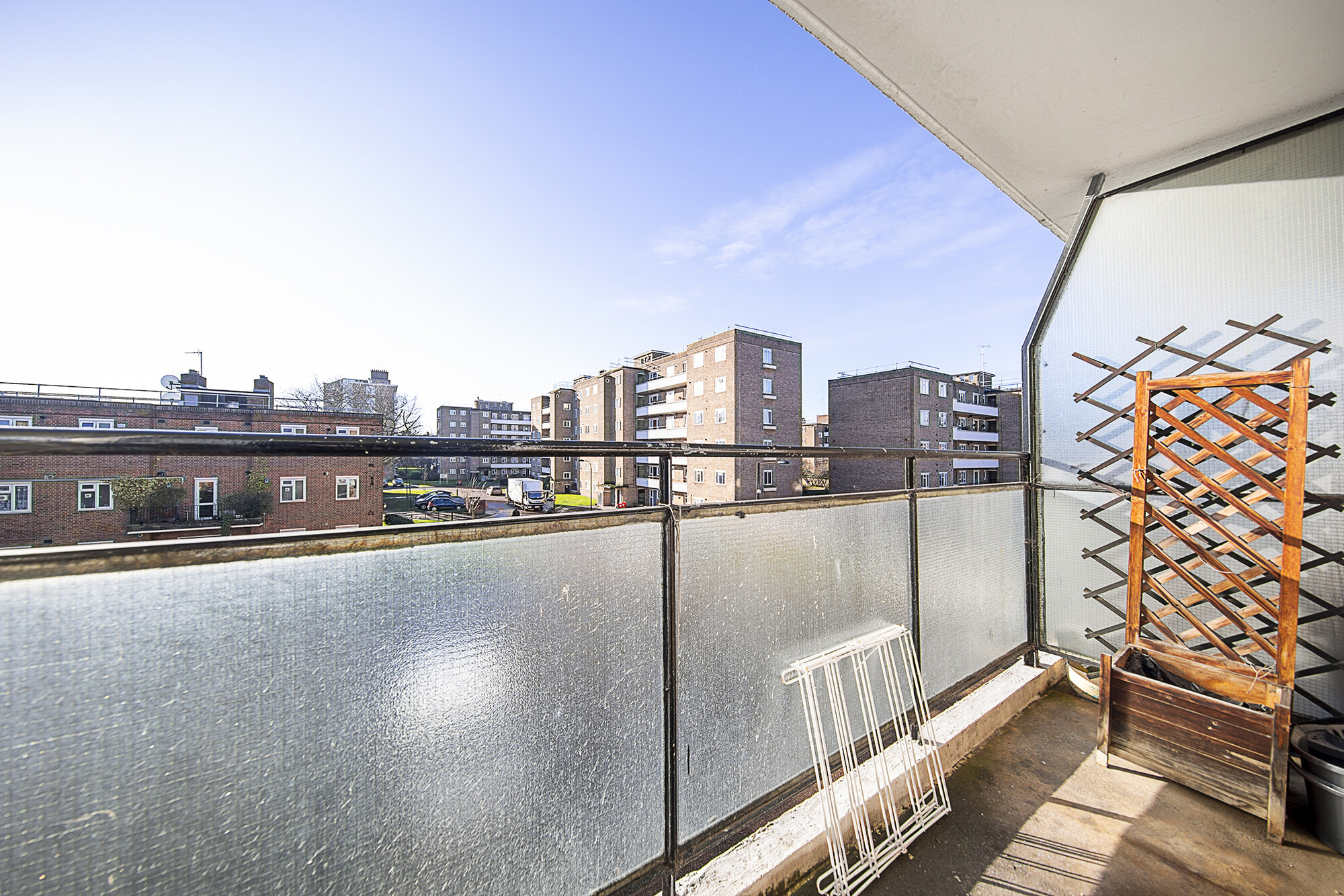 Flats And Apartments To Rent In London L2L5293-100