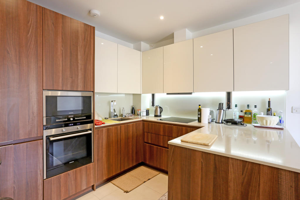 Property To Rent In London L2L5487-100