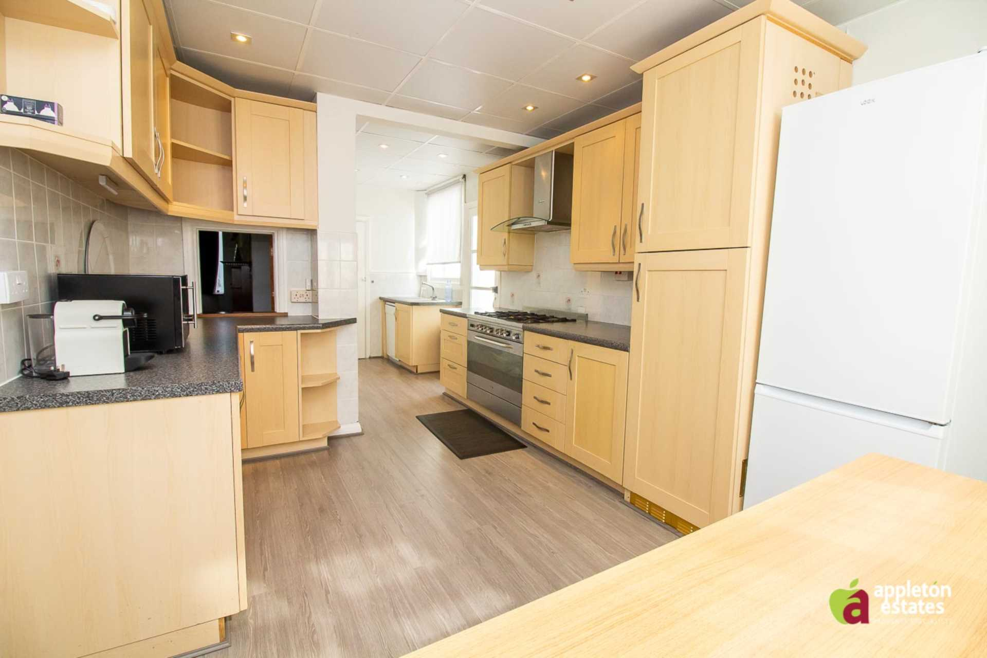 House To Rent In London L2L5590-1046