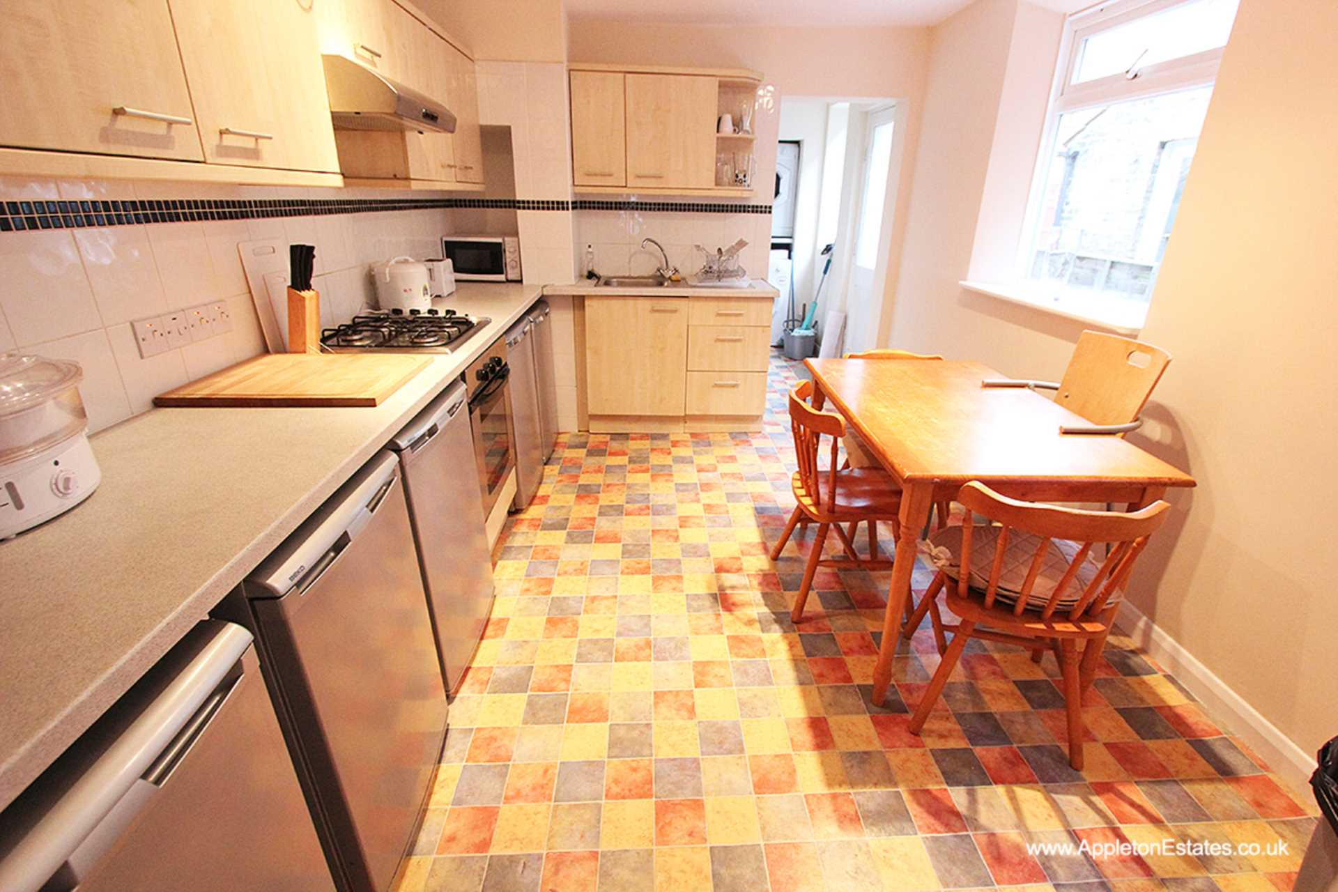 Student To Rent In Selsdon Parade L2L5590-1023