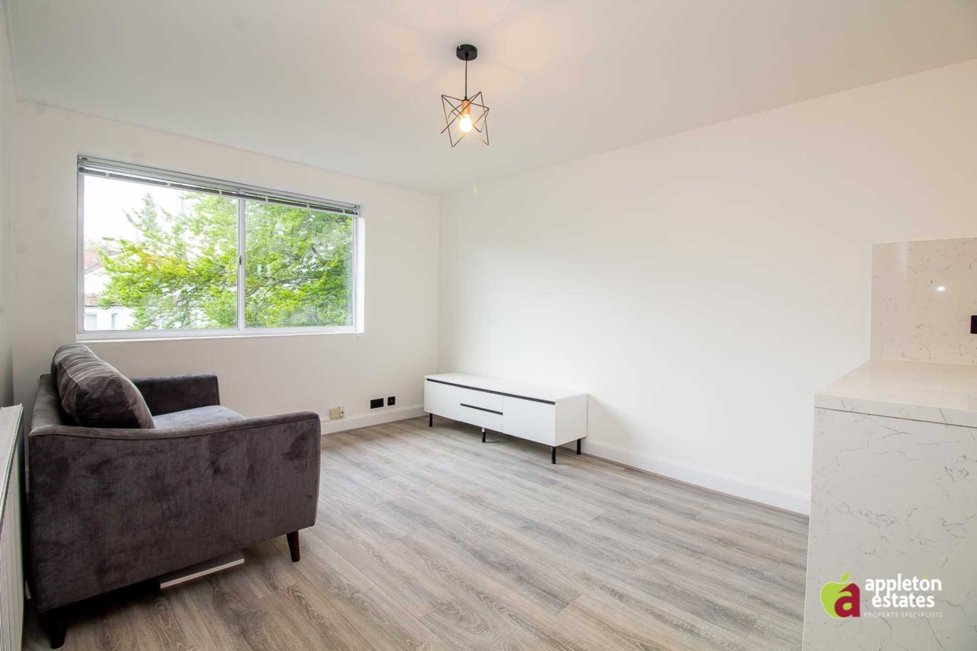 Property To Rent In London L2L5590-1109
