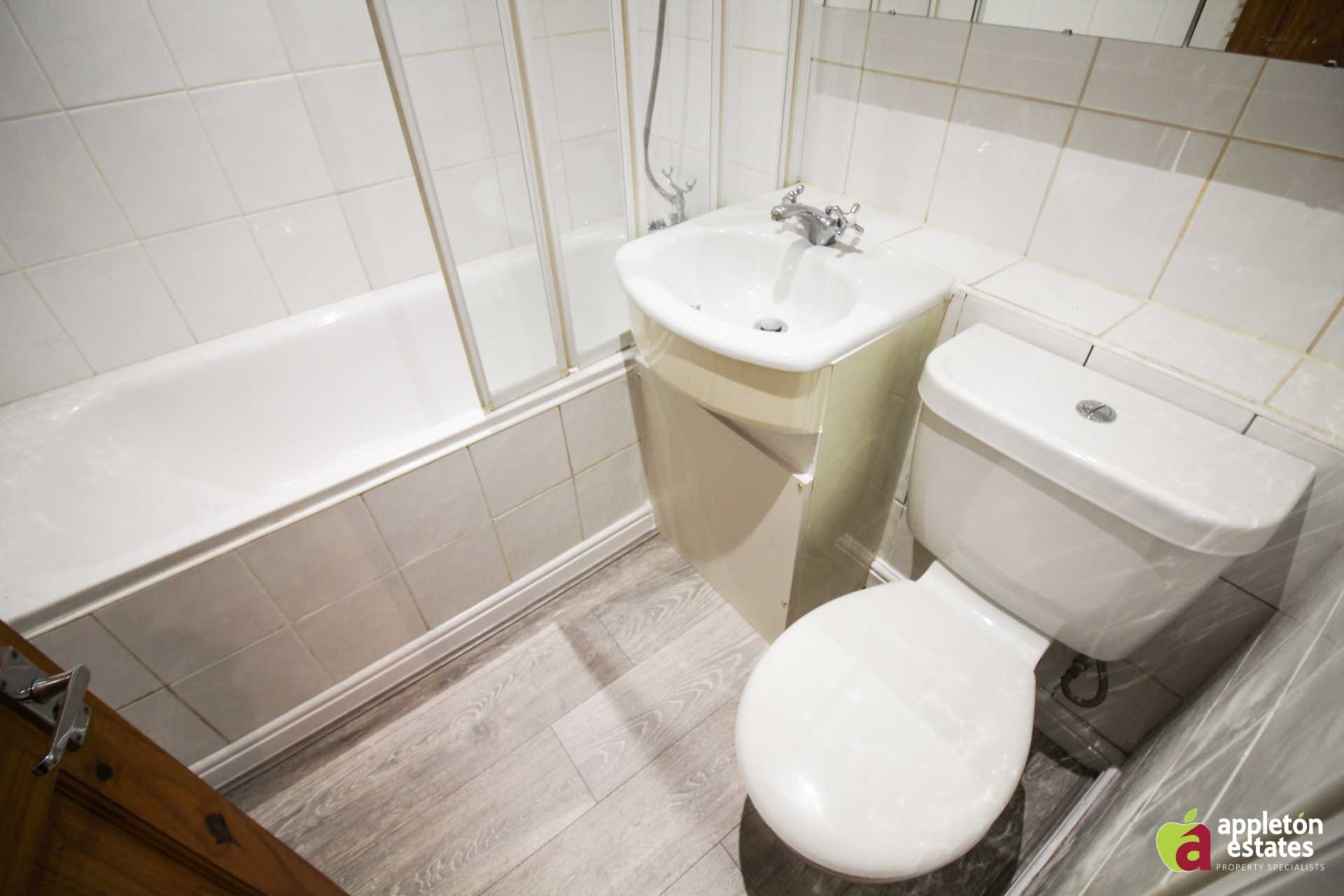 Property To Rent In London L2L5590-1034