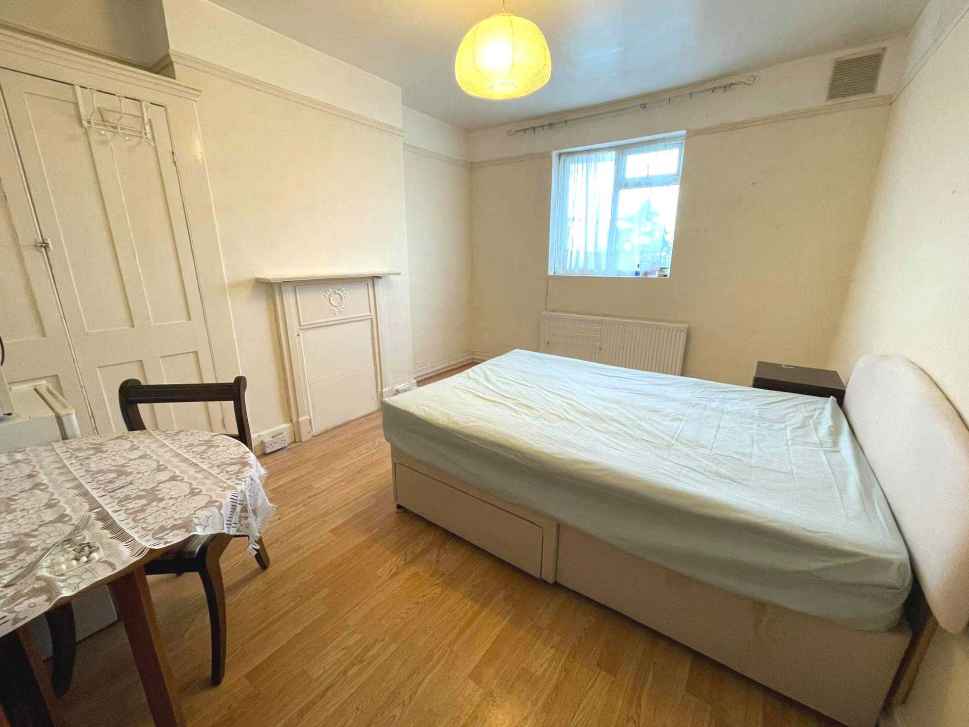 Property To Rent In London L2L5590-1690