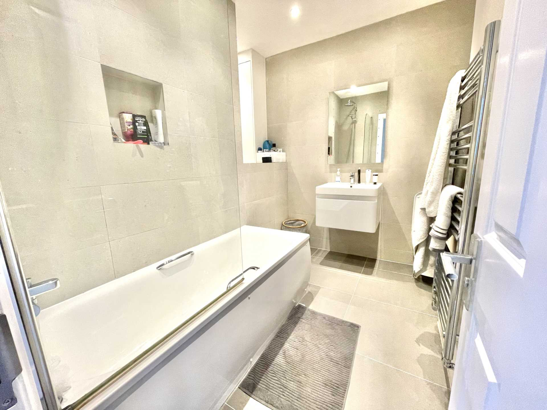 Flats And Apartments To Rent In Sanderstead L2L5590-100
