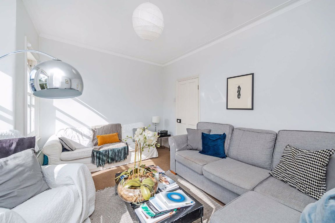 House To Rent In London L2L5693-674
