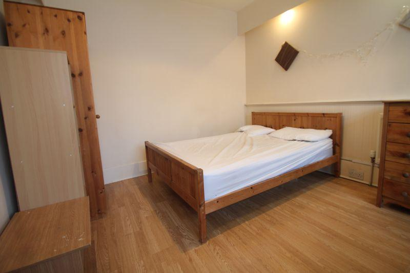 Property To Rent In London L2L5701-100