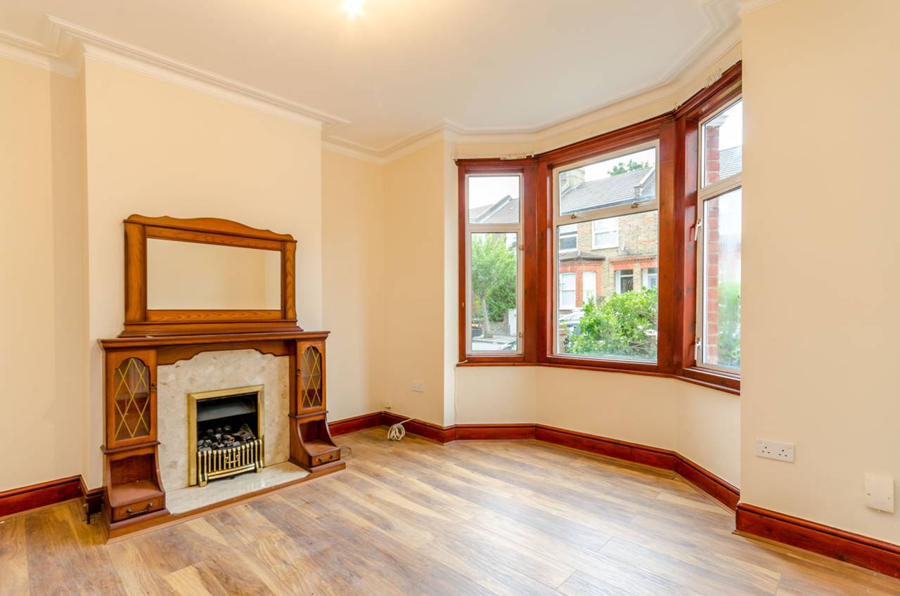 Property & Flats to rent with Foxtons Crystal Palace L2L5739-976