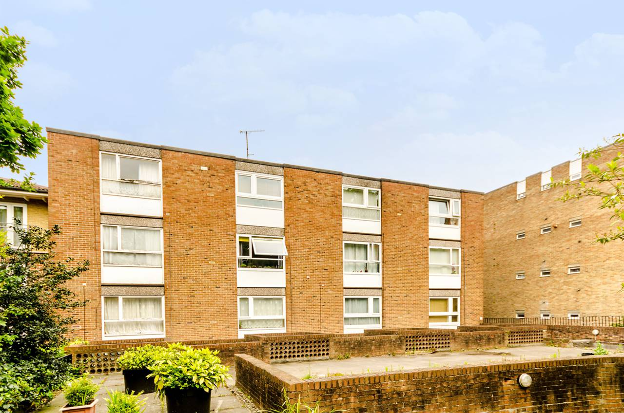 Property & Flats to rent with Foxtons Crystal Palace L2L5739-1028