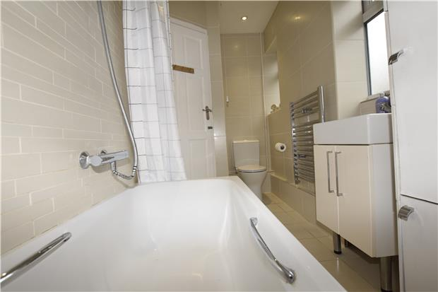Flats And Apartments To Rent In Roe Green Village L2L5769-517