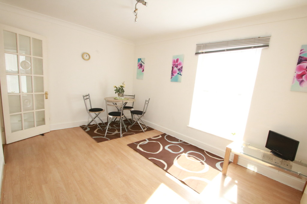 Flats And Apartments To Rent In London L2L5947-1055