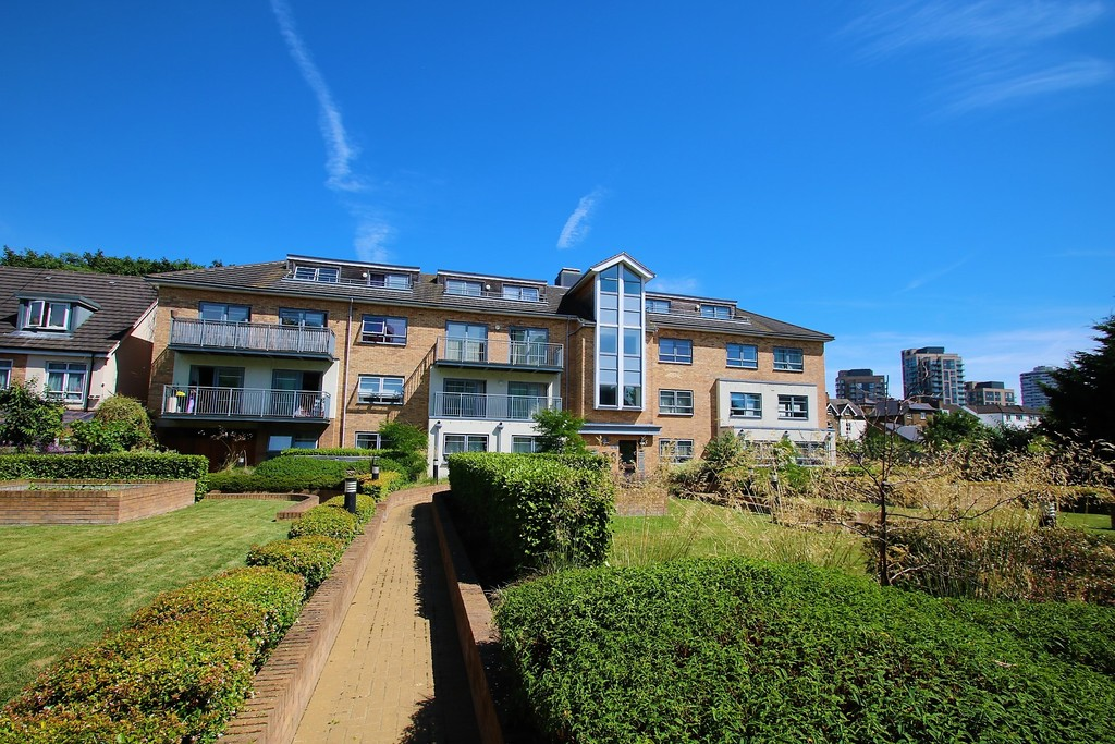 Flats And Apartments To Rent In London L2L5947-1360