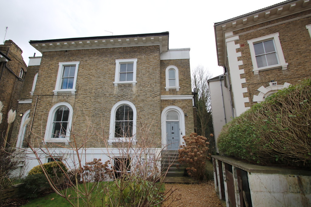 Flats And Apartments To Rent In London L2L5947-1575