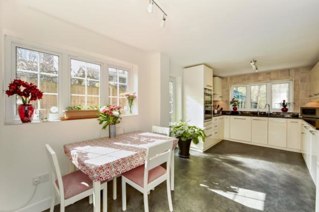 House To Rent In Selsdon L2L5947-1286
