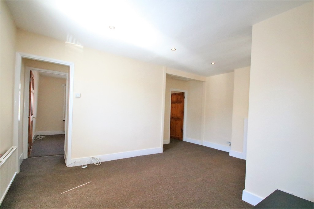 Rent In Selsdon Parade L2L5947-1361